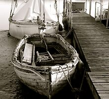 Old Boat by newbeltane