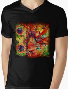 The peacock already made the wheel, well before that the man invents it !!! Mens V-Neck T-Shirt
