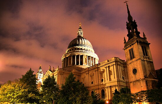 St. Pauls Cathedral by Roddy Atkinson