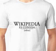 Wikipedia es consisa Unisex T-Shirt