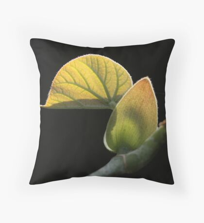 meijo leaf Throw Pillow