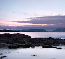 Towards Eigg by Linda  Morrison