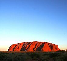 Uluru  by tracyleephoto