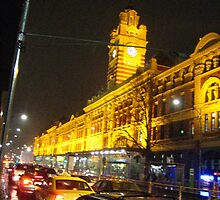 Flinders St Station  by Leah Gay