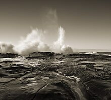 Boom, Spoon Bay, Central Coast by Matt  Lauder