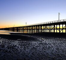 Diss a pier  by RawImages