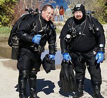 Scuba Divers by pinnafore