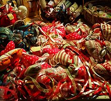 Ribbons and Hearts - Aix-en-Provence Market by atomov