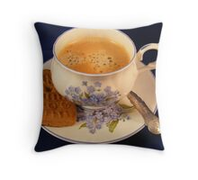 Koffie....koekje erbij?? Throw Pillow