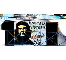 Artwork of Che on Trabajadores Sociales building, Vinales, Cuba Photographic Print