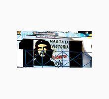 Artwork of Che on Trabajadores Sociales building, Vinales, Cuba Unisex T-Shirt