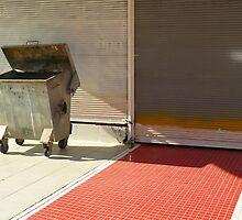 Garbage bin... by Nuh Sarche