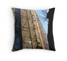 distorting environment Throw Pillow