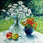 Still life with Daisies by Claudia Hansen