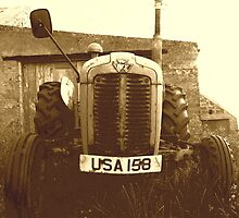 Auld Tractor by Andy Duffus