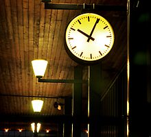 Lonely Clock by edwardsuhadi