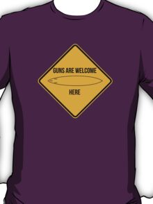 Guns are welcome here caution sign -SURF PARODY- T-Shirt