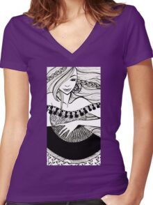 lady with fan Women's Fitted V-Neck T-Shirt