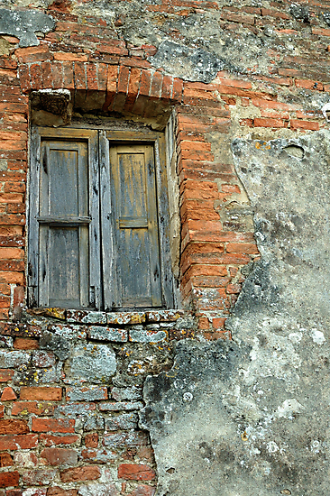 Brick Wall, Tuscany, Italy by fauselr