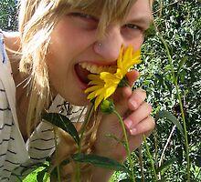 me eating a flower by doeneke