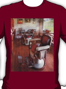 Barber - Please have a seat T-Shirt