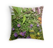 REDREAMING:BOUNTY Throw Pillow