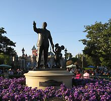 Walt Disney & Mickey Statue by cfam