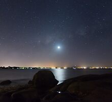 Moonset over Bowen by Teale Britstra