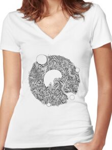 Psylicius bw Women's Fitted V-Neck T-Shirt