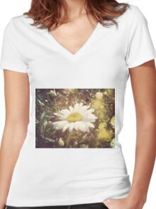 Big Chamomile Retro effect Women's Fitted V-Neck T-Shirt