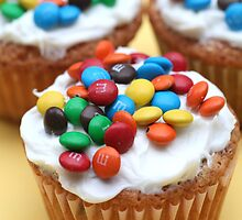 M&M Cupcakes by chrishawns