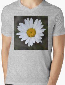 Macro Daisy Mens V-Neck T-Shirt