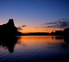 Lake Powell Sunrise by Stephanie  Newbold
