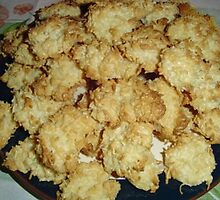 Coconut Macroons by MaeBelle