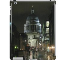 St Paul's Cathedral In The Rain iPad Case/Skin