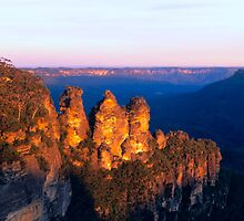 Three Sisters, Blue Mountains, NSW by Matt  Lauder