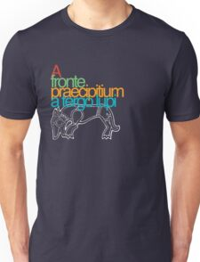 A fronte praecipitium a tergo lupi Unisex T-Shirt