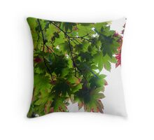 Maple leaf patterns Throw Pillow