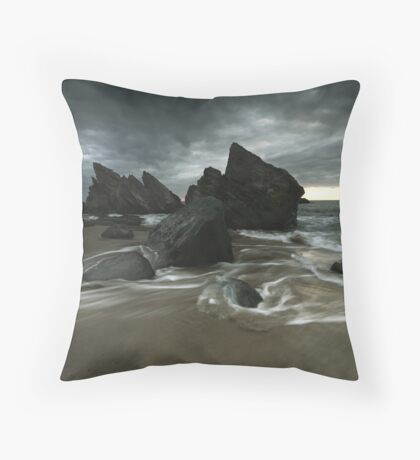 Apocalipse Throw Pillow