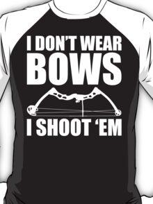 I Don't Wear Bows - I Shoot 'Em - Huntress Archery T Shirt T-Shirt
