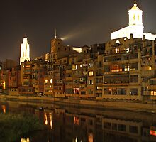 Girona at night by xevicabarrocas