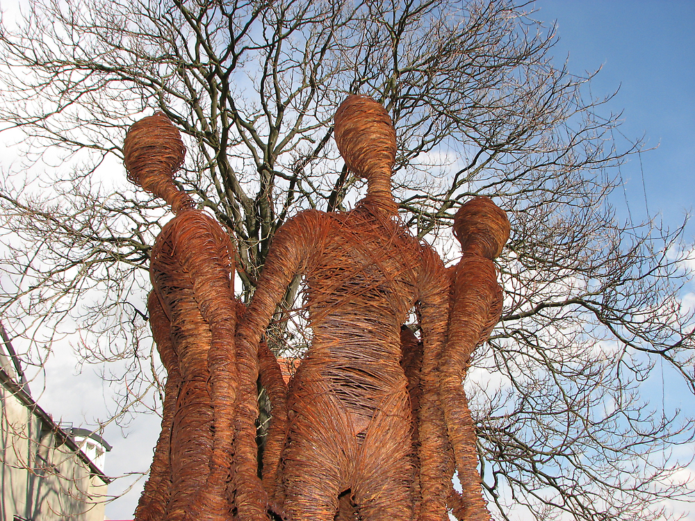 Slovenian Wire Statues by grubb1980