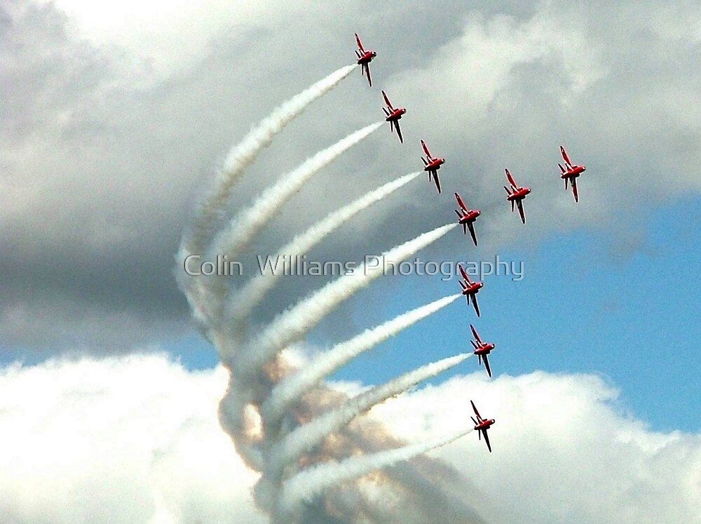 Arrows Swan Formation by Colin  Williams Photography
