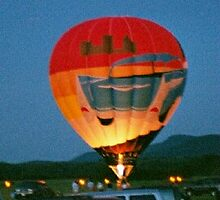 Balloon landing after sunset by svst