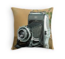 Classic Cameras Zeiss Ikon Nettar Throw Pillow