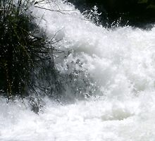 Raging water by Sissypius