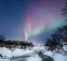 Aurora by the creek by Frank Olsen