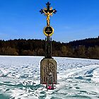Wayside cross in winter scenery | landscape photography by Patrick Jobst