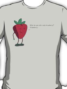 Strawberry humorism against blueberries T-Shirt