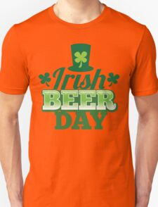 Irish Beer day St Patricks day design with top hat and shamrocks T-Shirt